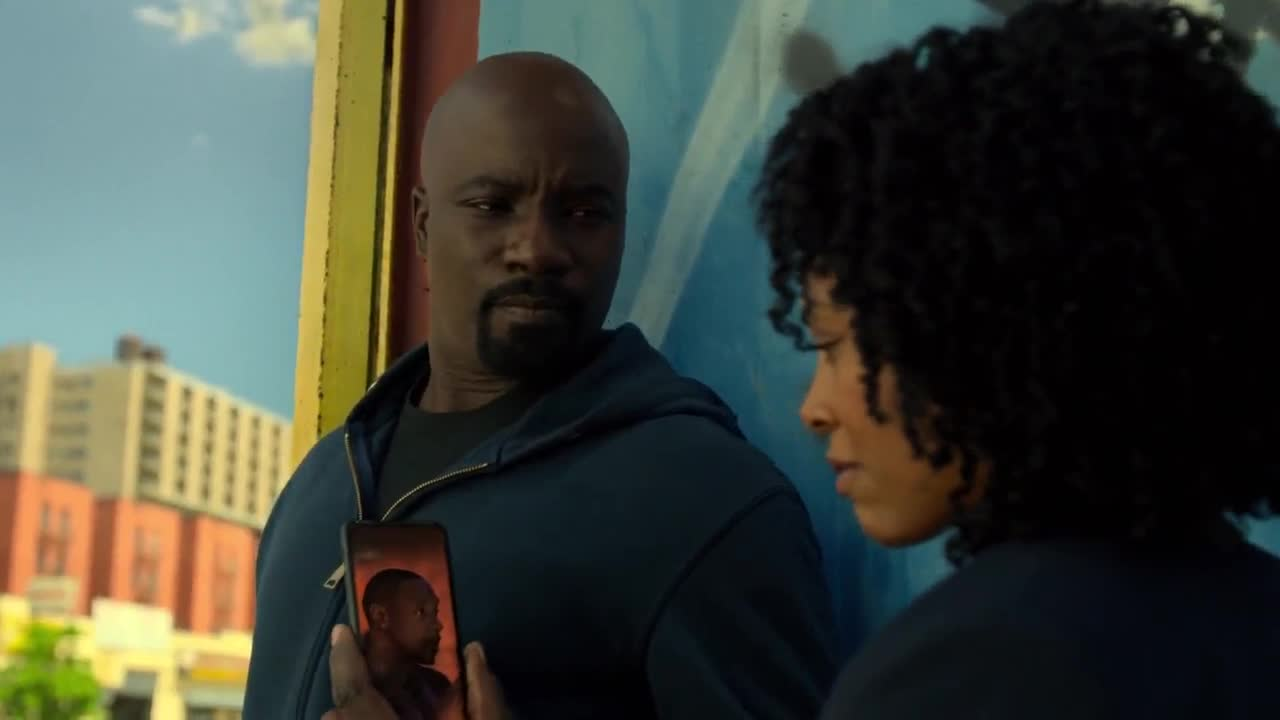 Marvels.Luke.Cage.S02E02.1080p.WEB.x264-METCON.mkv.mp4